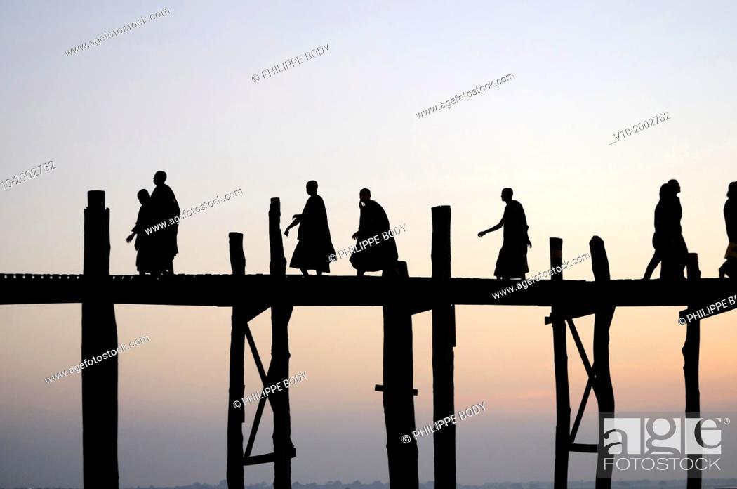 Stock Photo: Burma, Myanmar, Amarapura, U Bein, lake Taungthman and bridge in teak wood.