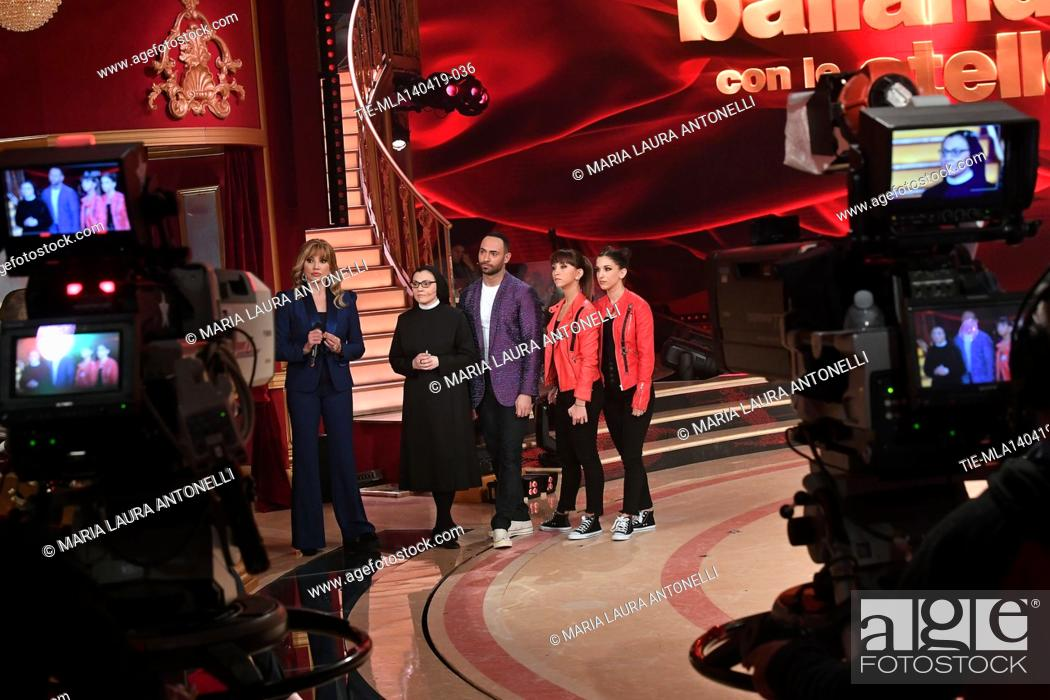Imagen: Milly Carlucci, Sister Cristina with the dancers at the talent show ' Ballando con le stelle ' (Dancing with the stars) Rome, ITALY-14-04-2019.