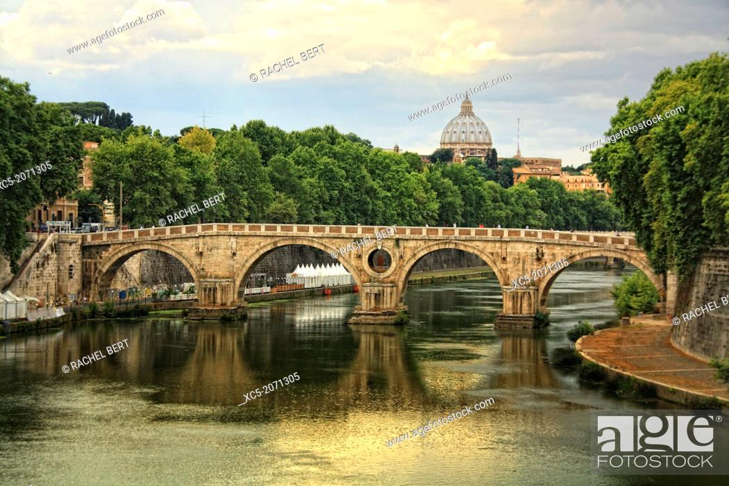 Imagen: Panoramic view of Tiber River and Vatican City.