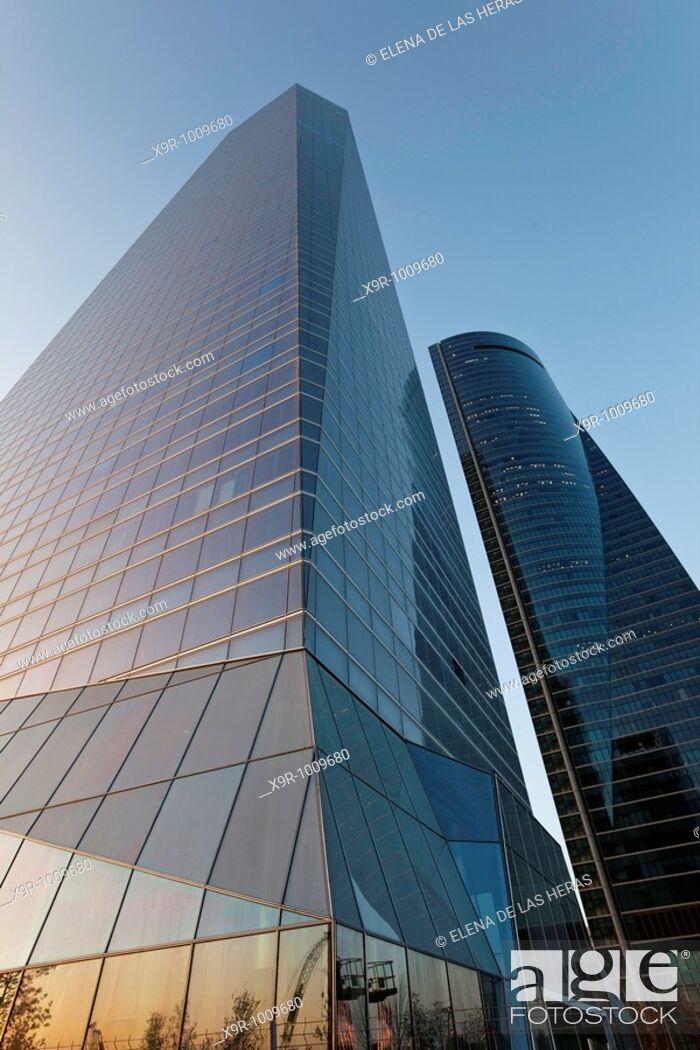 Stock Photo: 'Torre de Cristal' and 'Torre Espacio'. CTBA. Madrid. Spain.