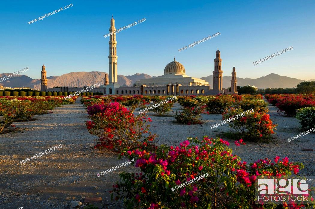 Stock Photo: Oman, Muscat, Sultan Qaboos Grand Mosque.