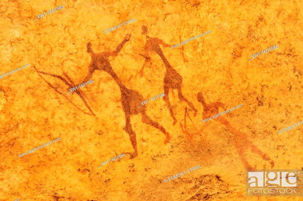 Imagen: painted warriors or hunters, neolithic rockart at Tin Meskis, Adrar n' Ahnet, Algeria, Sahara, North Africa.