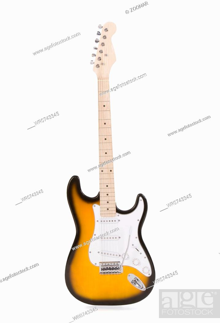 Imagen: Electric guitar isolated on white.