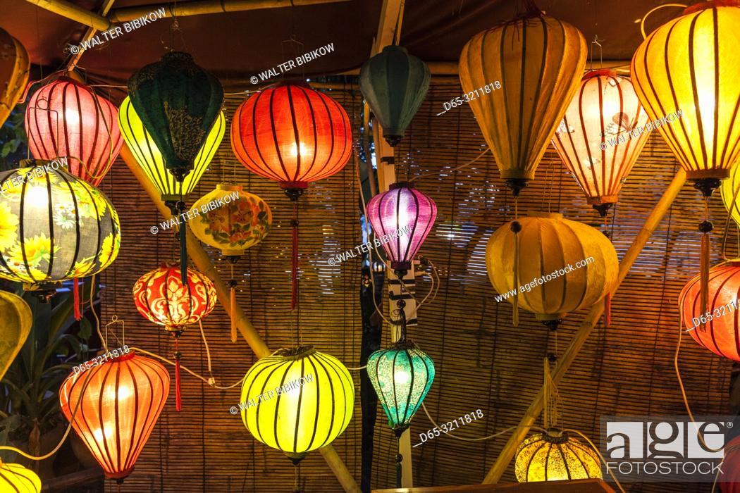 Photo de stock: Laos, Luang Prabang, lanterns along Mekong Riverfront.