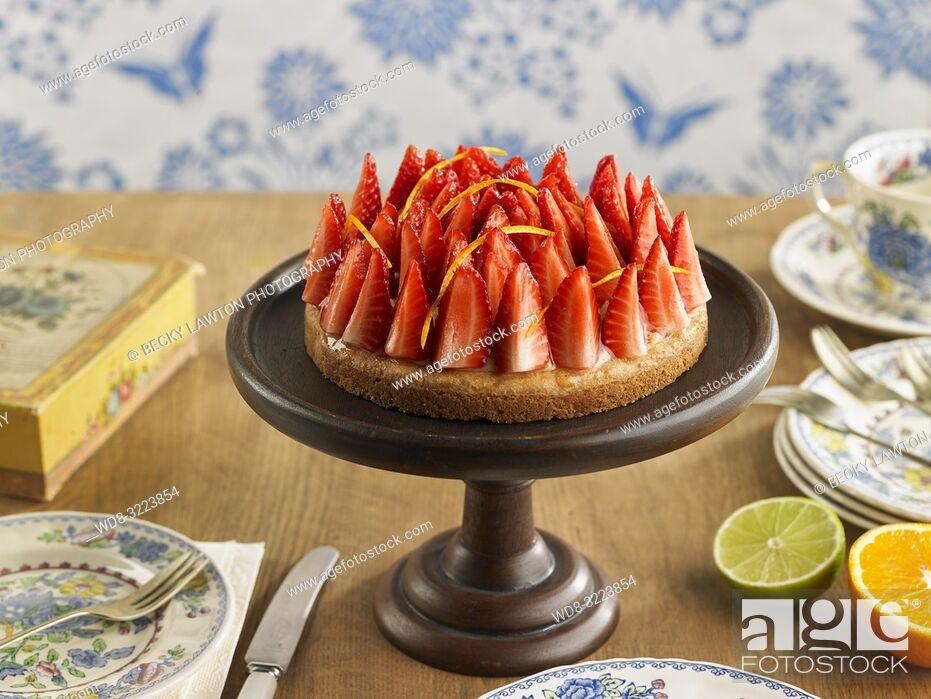 Stock Photo: sable con fresa en horizontal / Sable with strawberries.