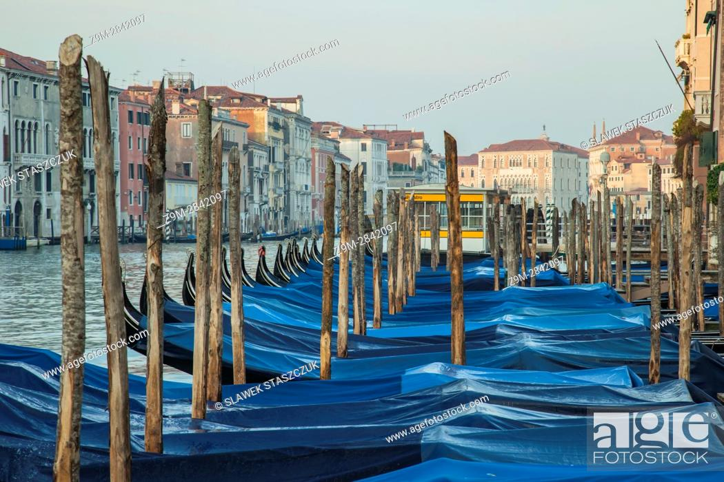 Imagen: Gondolas on Grand Canal in Venice, Italy.