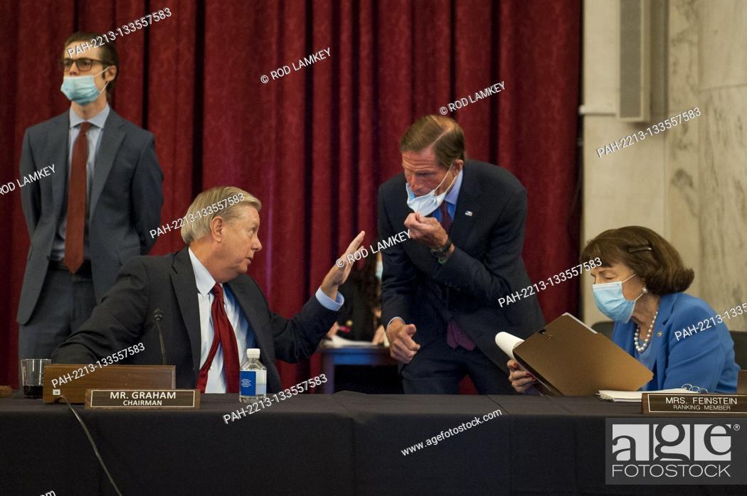 Photo de stock: United States Senator Lindsey Graham (Republican of South Carolina), Chairman, US Senate Judiciary Committee, left, US Senator Richard Blumenthal (Democrat of.