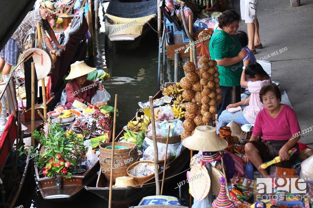 Stock Photo: Damneon Saduak Floating Market, Bangkok, Thailand.