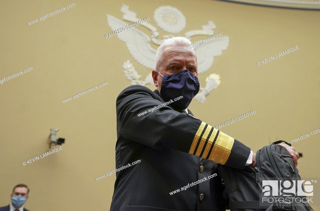 Photo de stock: Admiral Brett Giroir, United States Assistant Secretary for Health prepares to testify at the start of a House Select Subcommittee on the Coronavirus Crisis.