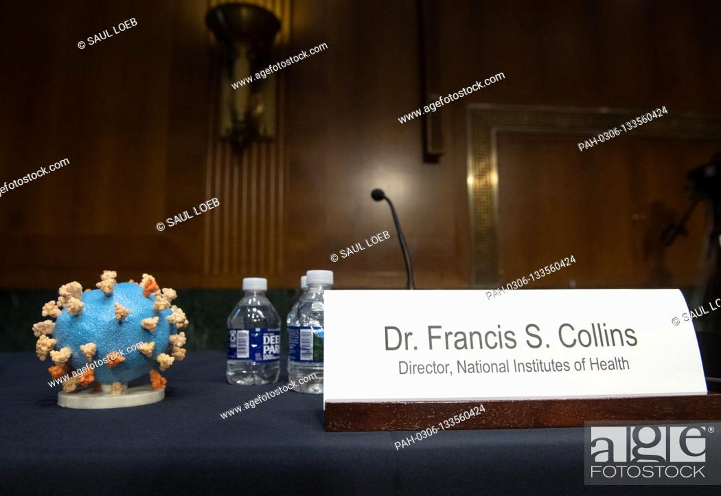 Photo de stock: A model of COVID-19, known as coronavirus, is seen ahead of testimony from Dr. Francis Collins, Director of the National Institutes of Health (NIH).