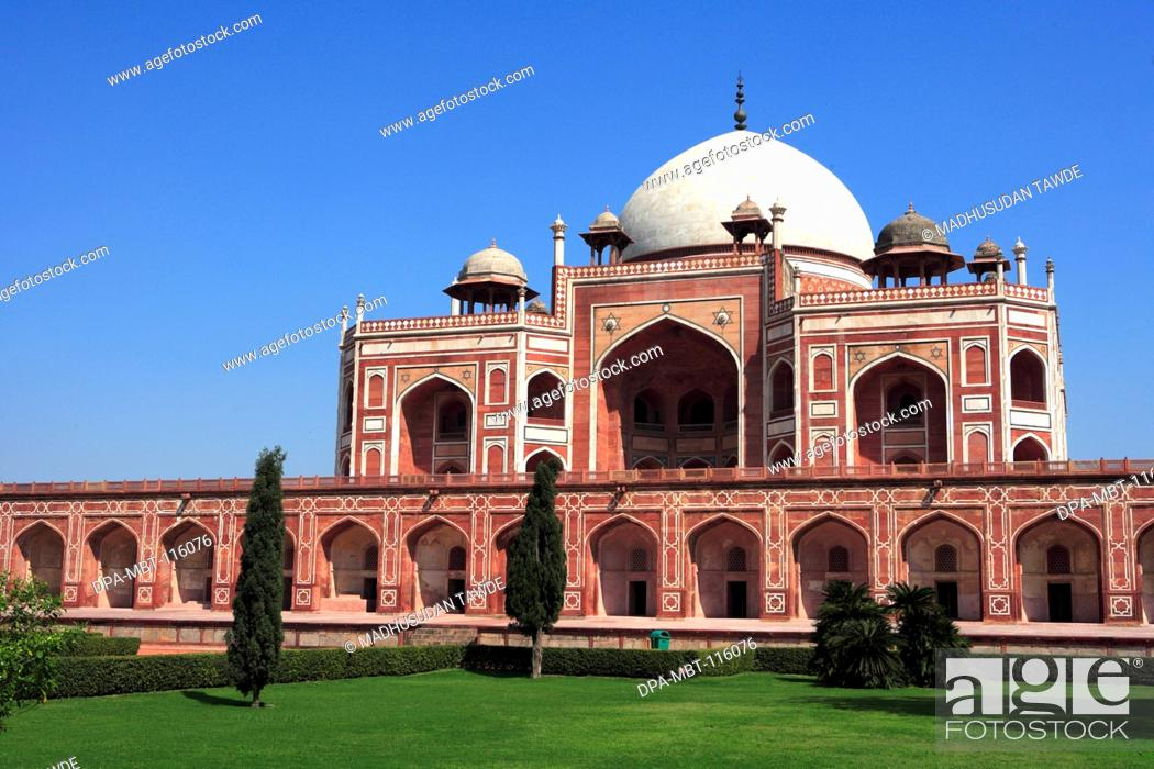 Stock Photo: Humayun's tomb built in 1570 made from red sandstone and white marble first garden-tomb on Indian subcontinent persian influence in mughal architecture , Delhi.