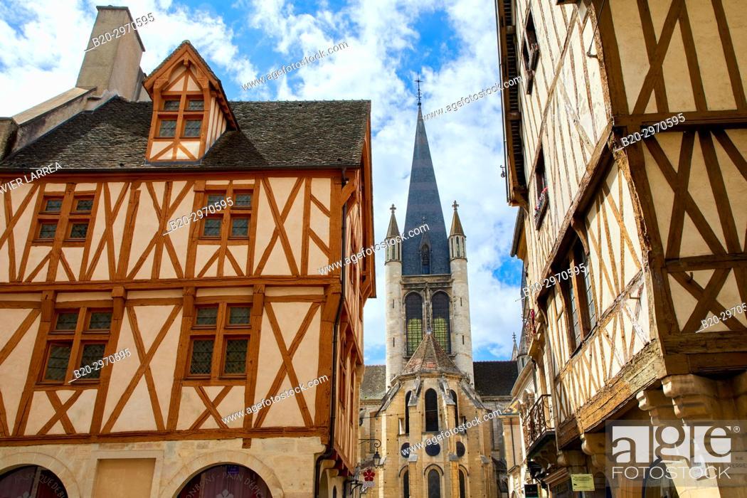 Stock Photo: Traditional timber-frame Tudor style buildings, Notre-Dame church, Rue de la Chouette, Dijon, Côte d'Or, Burgundy Region, Bourgogne, France, Europe.
