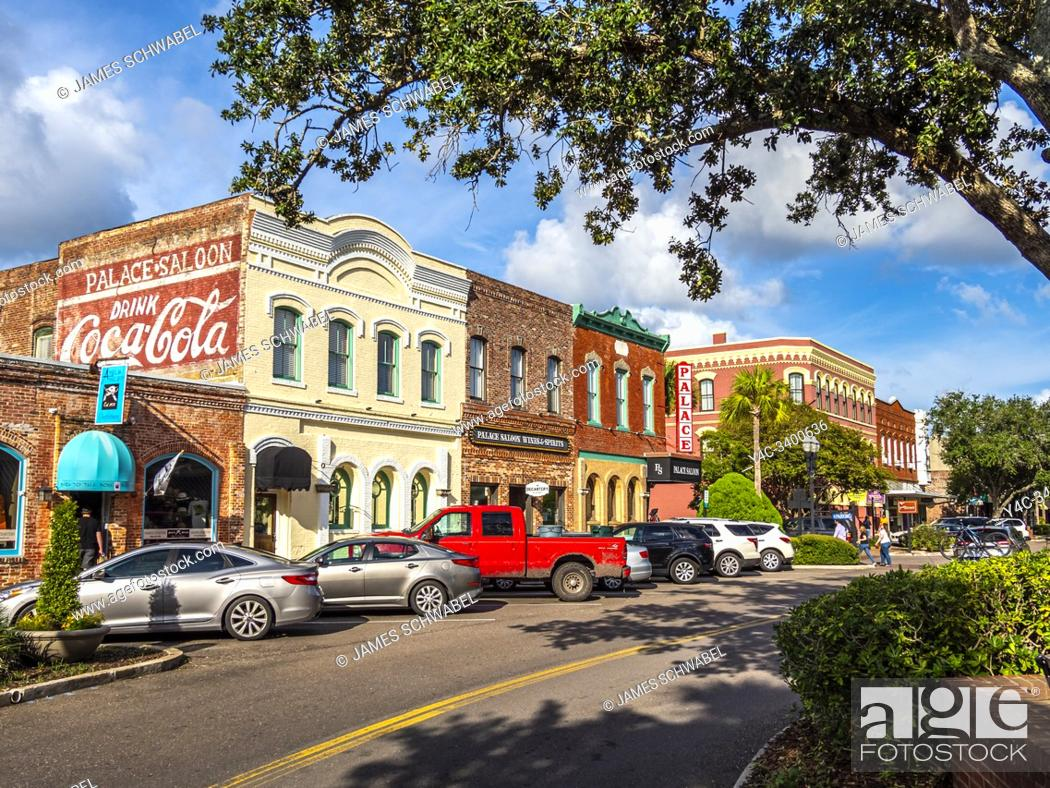 Imagen: Centre Street in Fernandina Beach on Amelia Island in Florida in the United States.