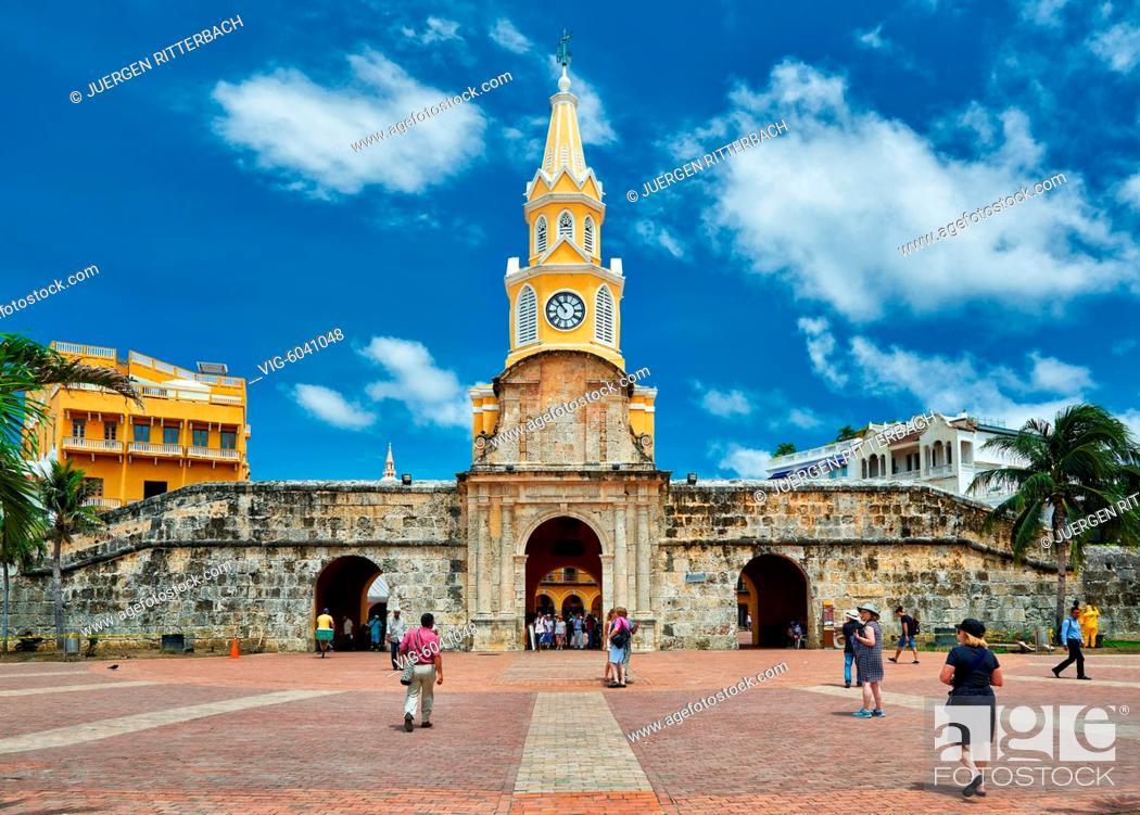 Stock Photo: Torre del Reloj and Plaza de la Paz, Cartagena de Indias, Colombia, South America - Cartagena de Indias, Colombia, 29/08/2017.