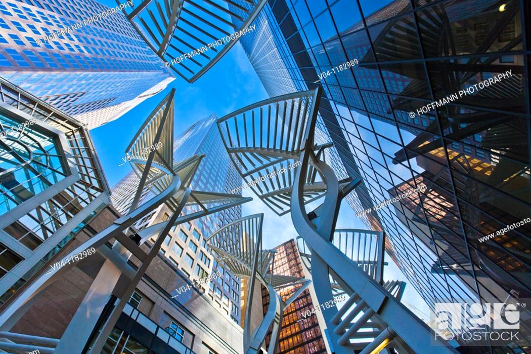 Imagen: Modern architecture and skyscrapers on 7. Avenue in downtown Calgary, Alberta, Canada.