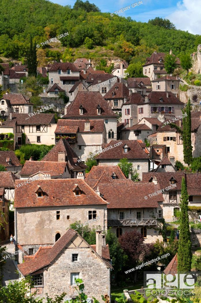 Stock Photo: France, Quercy, Lot 46, Saint-Cirq-Lapopie village.