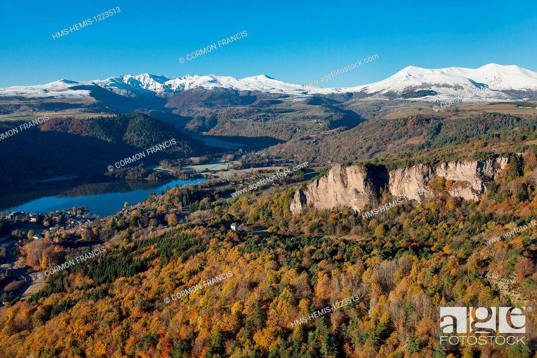 Stock Photo: France, Puy de Dome, Parc Naturel Regional des Volcans d'Auvergne (Auvergne Volcanoes Natural Regional Park), Chambon sur Lac , La Dent du Marais.