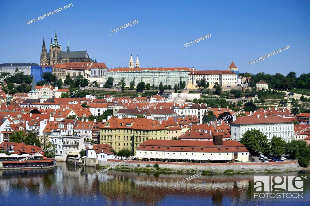 Stock Photo: Prague Czech Republic. View of Charles Bridge, Vltava river and the castle (hrad).