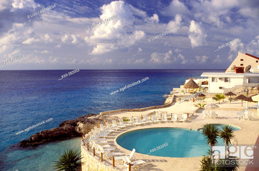 Stock Photo: Swimming pool of hotel. Cozumel. Mexico.