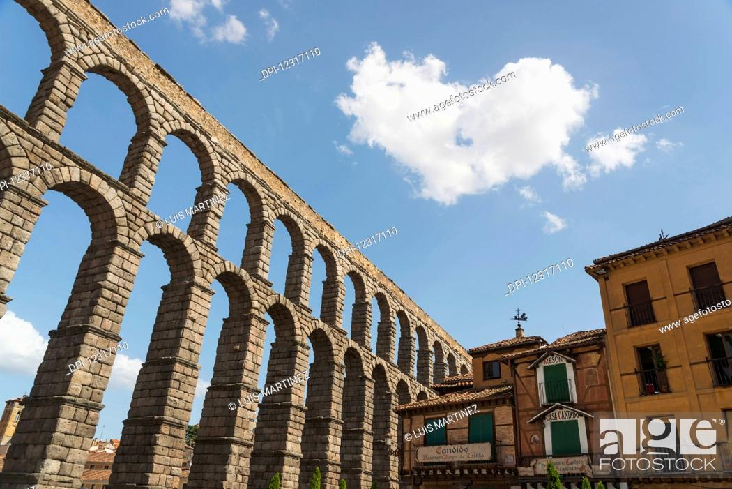 Imagen: Segovia's Aqueduct, one of the architectural symbols of Spain, built in the 2nd Century A.D; Segovia city, Castilla Leon, Spain.