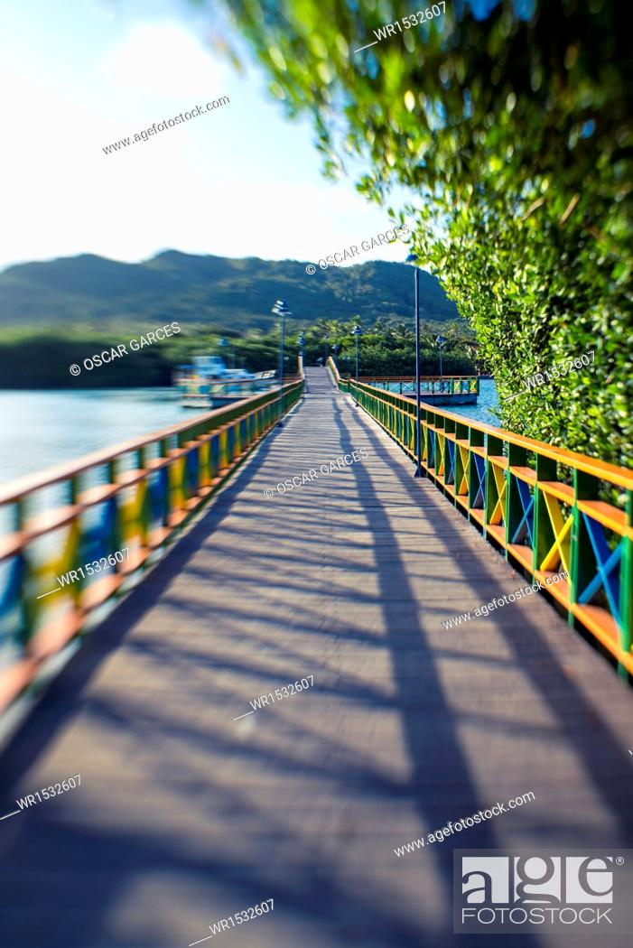 Imagen: Bridge of Lovers, Island of Providencia, Archipelago of San Andres and Providencia, Colombia, South America.