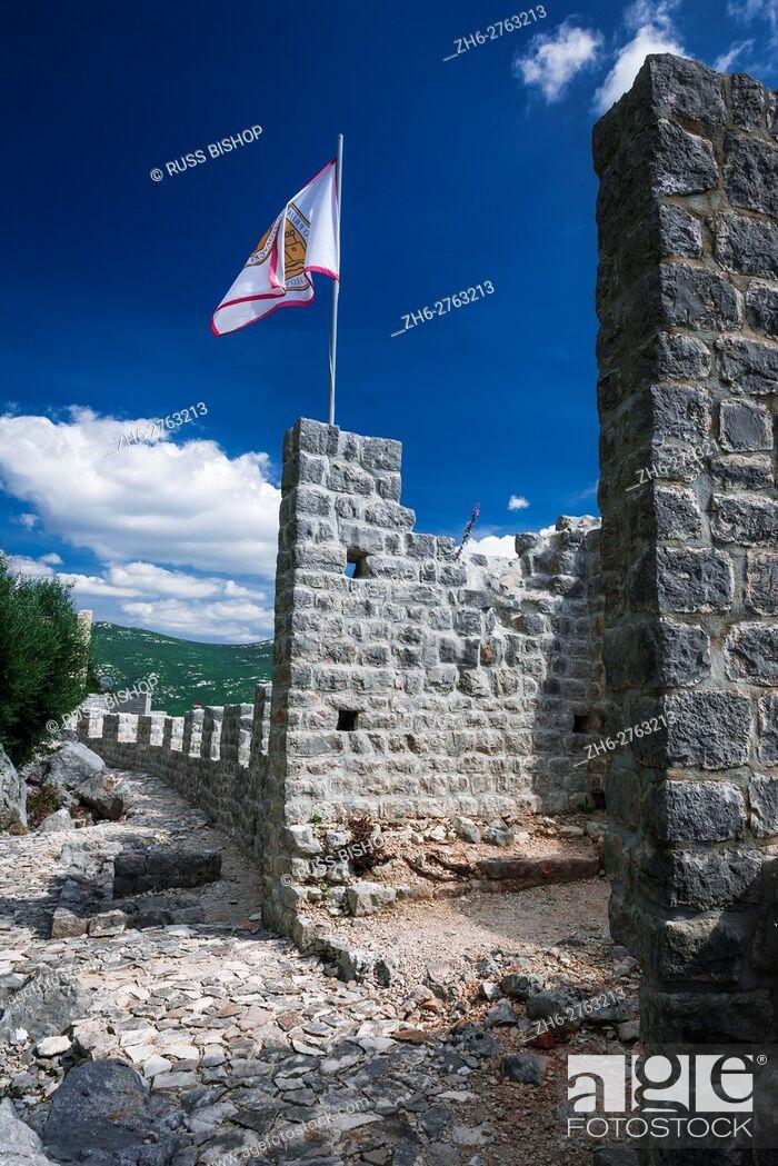 Imagen: The Great Wall and fortress, Ston, Dalmatian Coast, Croatia.