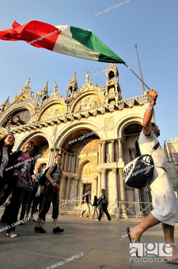 Stock Photo: St Mark's Basilica, Piazza San Marco, Venice. Veneto, Italy.
