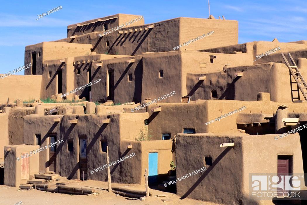 Stock Photo: USA, NEW MEXICO, TAOS PUEBLO, ADOBE (MUDBRICK) BUILDING.