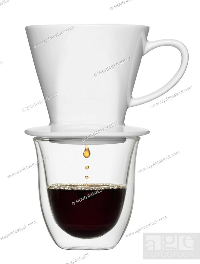 Imagen: Coffee Dripping from Pour-over into Clear Cup.