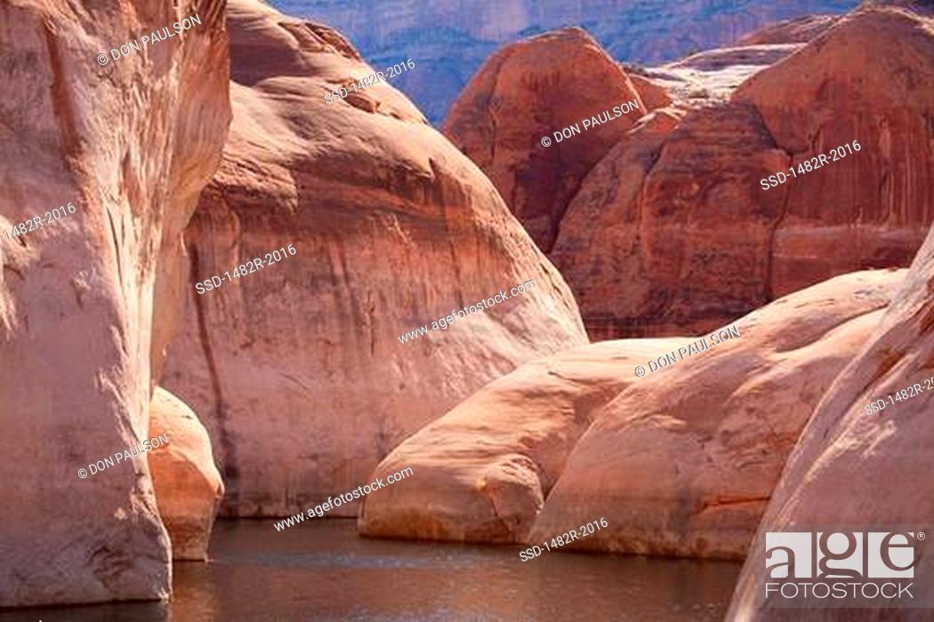 Stock Photo: Cliffs at the lakeside, Lake Powell, Face Canyon, Glen Canyon National Recreation Area, Utah, USA.