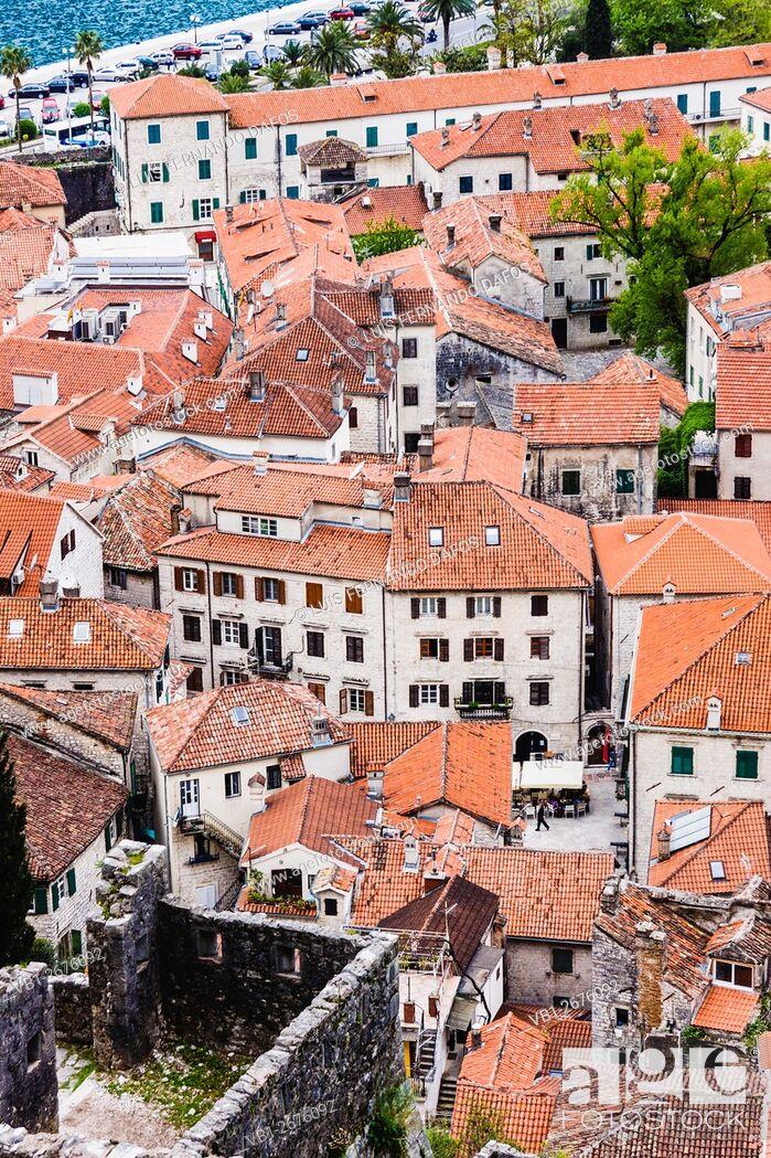 Imagen: Kotor old town overview. Montenegro.