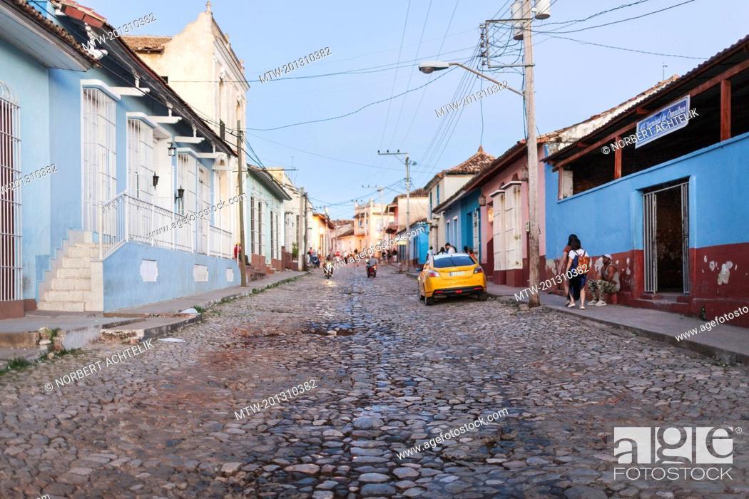 Imagen: Street scene at Trinidad old town, Cuba.