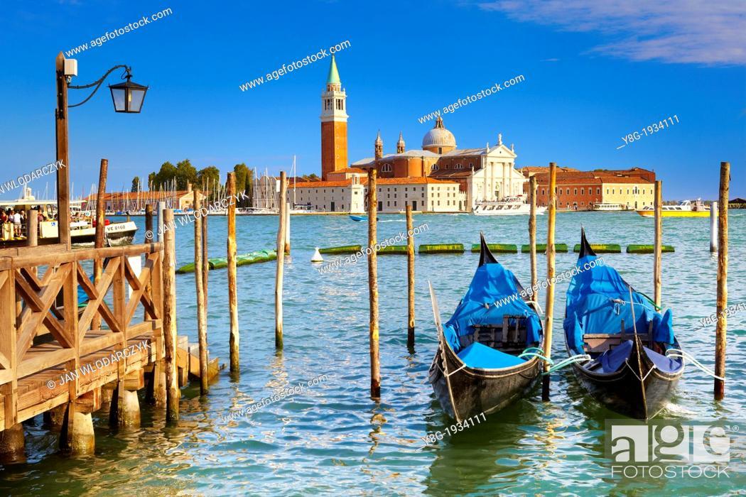 Imagen: Venice - Grand Canal (Canal Grande), venetian gondolas at the pier San Marco, Venice, Italy, UNESCO.