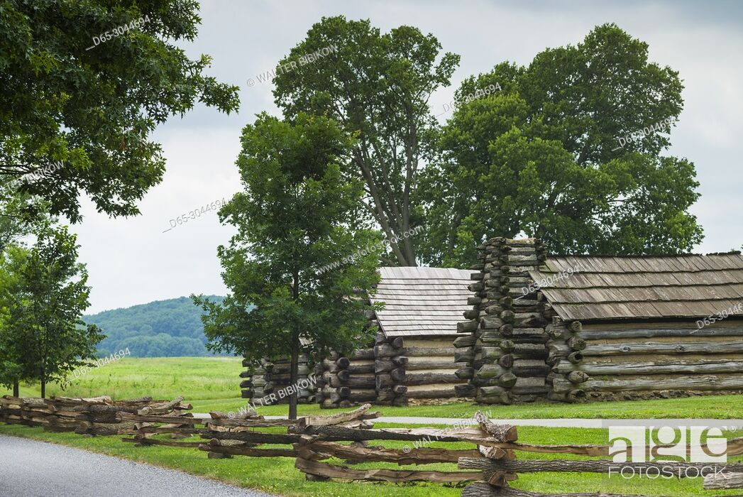 Stock Photo: USA, Pennsylvania, King of Prussia, Valley Forge National Historical Park, Battlefield of the American Revolutionary War, Muhlenberg Brigade wooden cabins.