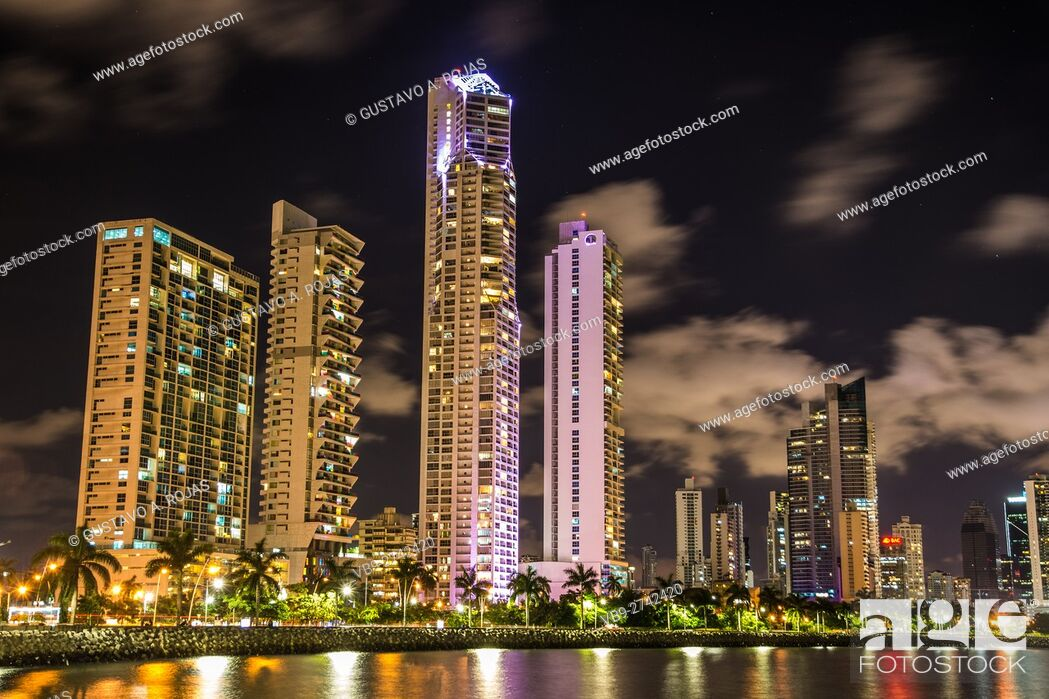 Stock Photo: Panama Skyline Waterfront av balboa.