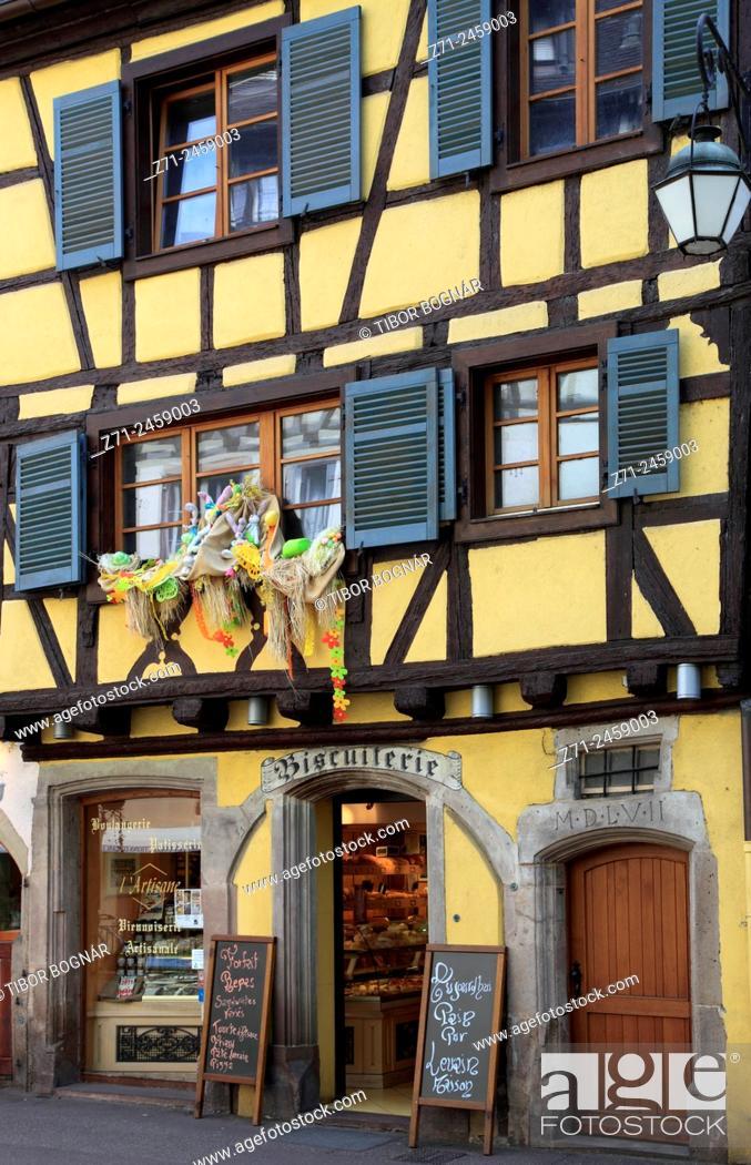 Imagen: France, Alsace, Colmar, street scene, shop.