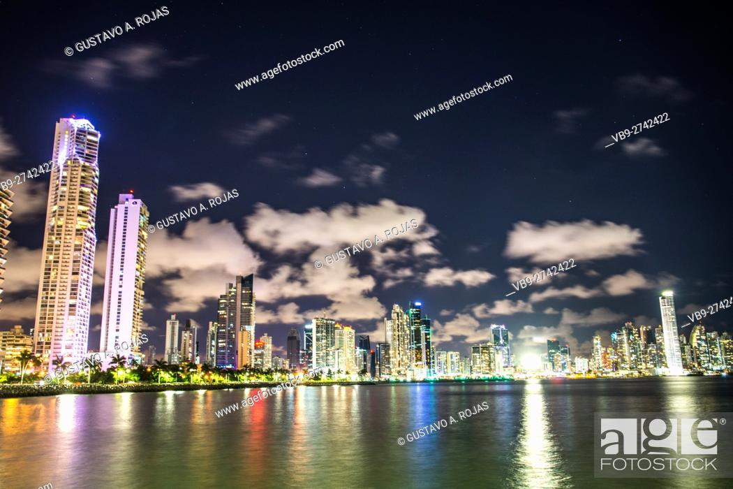 Stock Photo: Panama Skyline Waterfront av balboa.