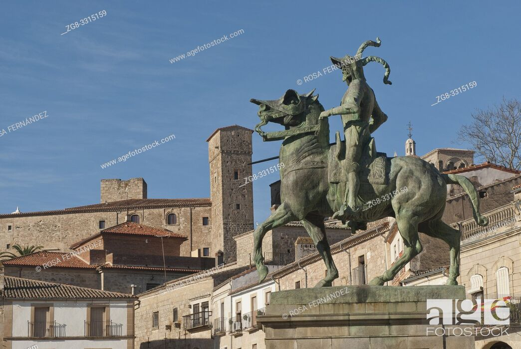 Imagen: Main square of Trujillo and sculpture of Pizarro, province of Caceres, Extremadura, Spain.