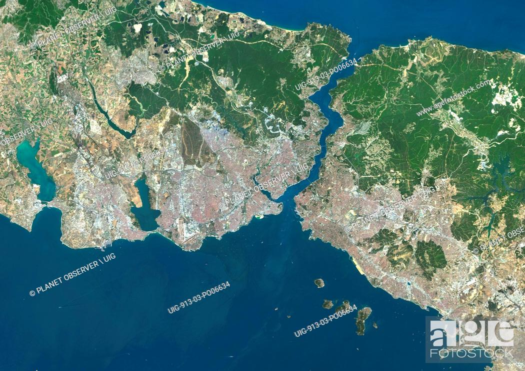 Imagen: Colour satellite image of Istanbul, Turkey. Image taken on July 30, 2013 with Landsat 8 data.