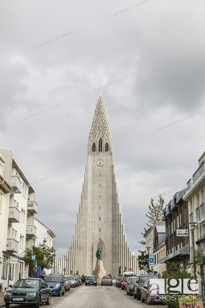 Stock Photo: Statue of Leif Eriksson in front of the Lutheran Church Hallgrímskirkja, Reykjavik, Iceland.