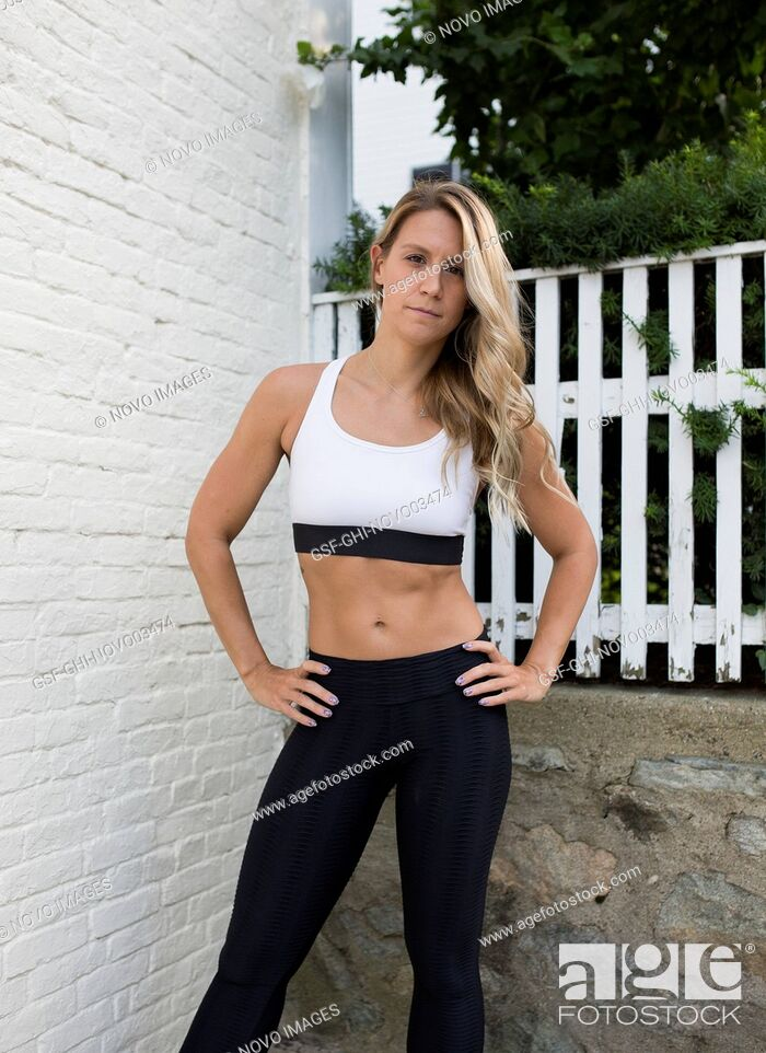 Imagen: Young Adult Woman in Fitness Attire with Hands on Hips Looking at Camera.
