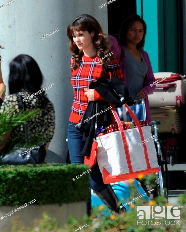 Actress Zooey Deschanel filming the Christmas episode for FOX\'s hit ...