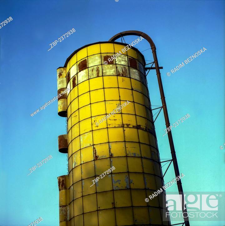 Imagen: silo on a farm.