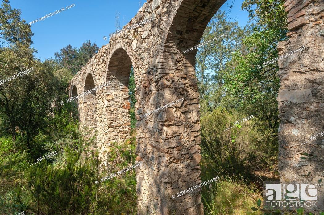 Stock Photo: Aqueduc des 25 ponts, Roquebrune-sur-Argens, Var, Provence-Alpes-Cote d`Azur, France, Europe.