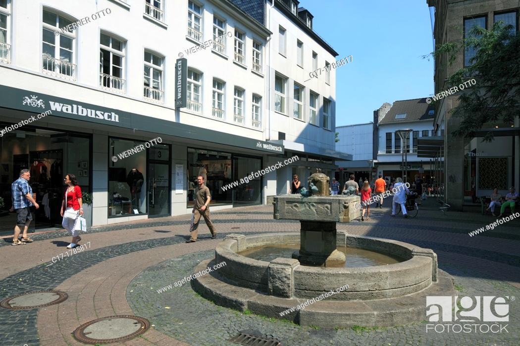 Stock Photo: Germany, Krefeld, Rhine, Lower Rhine, Rhineland, North Rhine-Westphalia, NRW, Schwanenmarkt, market place, Schwanenbrunnen, spring, shopping street.