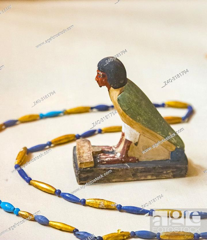 Imagen: Egypt, Cairo, Egyptian Museum, from the tomb of Yuya and Thuya in Luxor : Ba bird of Yuya, limestone, with an offering table in the shape of the Hotep sign.