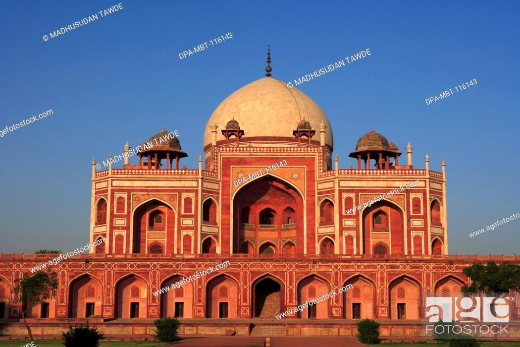 Stock Photo: Humayun's tomb built in 1570 made from red sandstone and white marble first garden-tomb on the Indian subcontinent persian influence in mughal architecture.