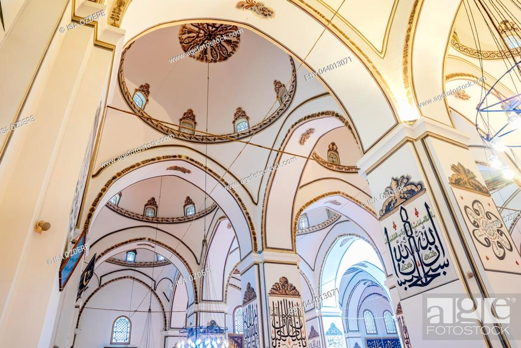 Imagen: Interior detailed close view of Grand Mosque or Ulu Cami is largest mosque in Bursa,Turkey. 20 May 2018.