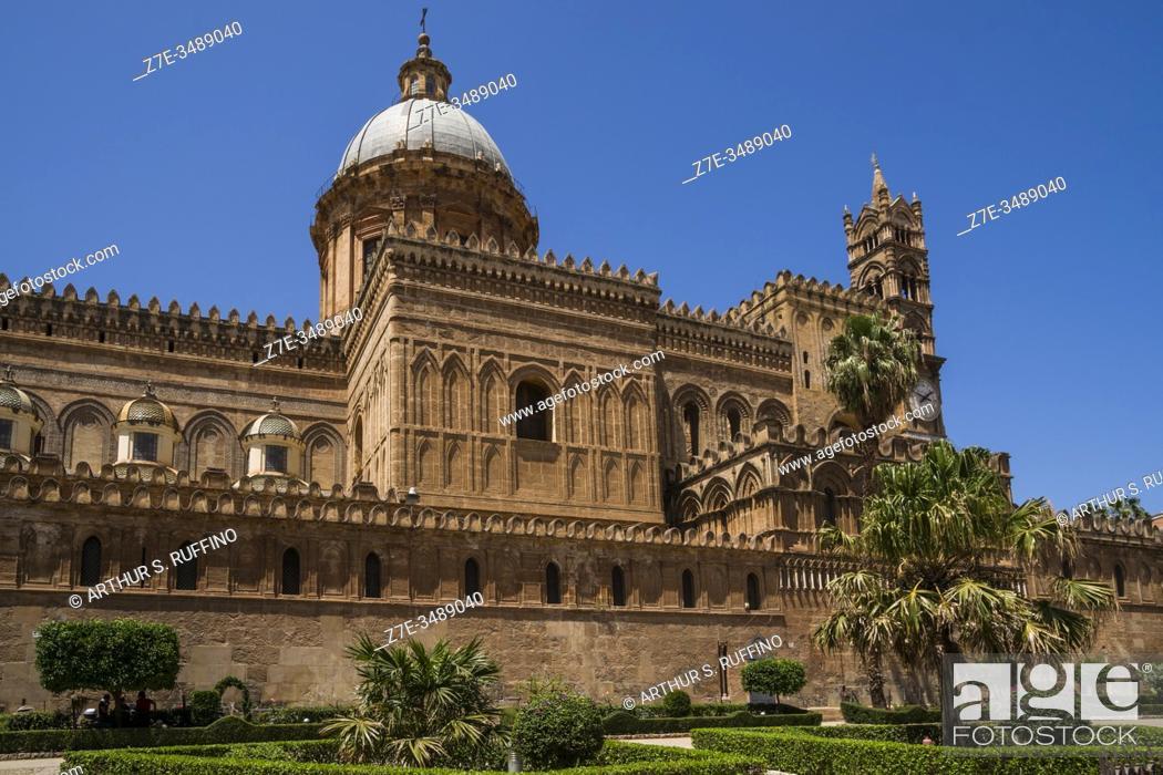 Stock Photo: Palermo Cathedral, Victor Emmanuel Street (Via Vittorio Emanuele), Palermo, Sicily, Italy, Europe.