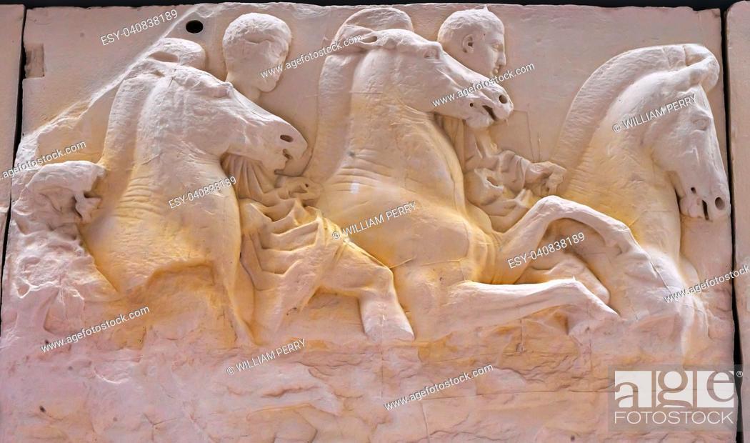 Imagen: Men Horses Panel Parthenon Acropolis Museum Athens Greece. Parthenon created 438 BC.